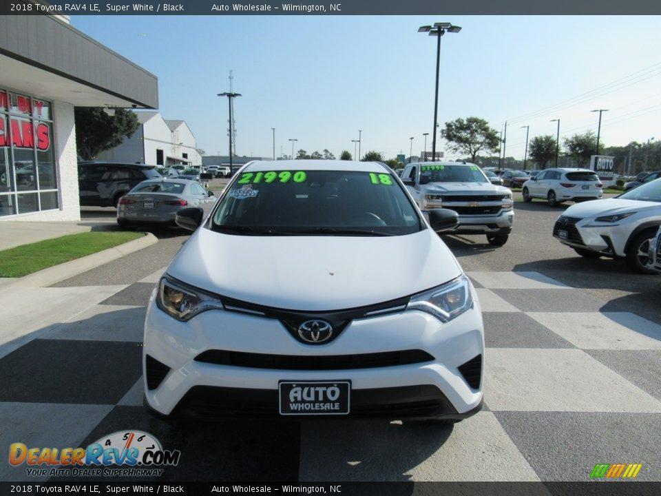 2018 Toyota RAV4 LE Super White / Black Photo #2