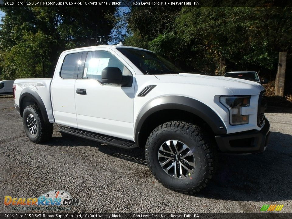Front 3/4 View of 2019 Ford F150 SVT Raptor SuperCab 4x4 Photo #8