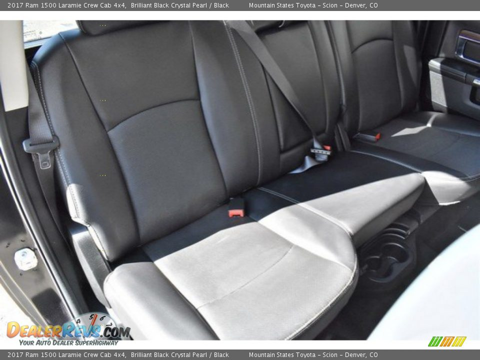 2017 Ram 1500 Laramie Crew Cab 4x4 Brilliant Black Crystal Pearl / Black Photo #22