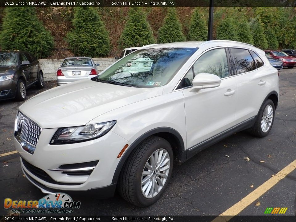 Front 3/4 View of 2019 Lincoln MKC AWD Photo #1