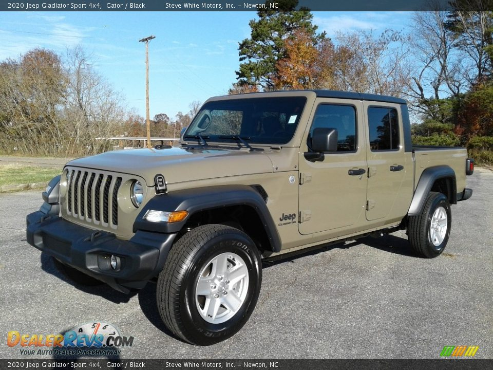 Front 3/4 View of 2020 Jeep Gladiator Sport 4x4 Photo #2