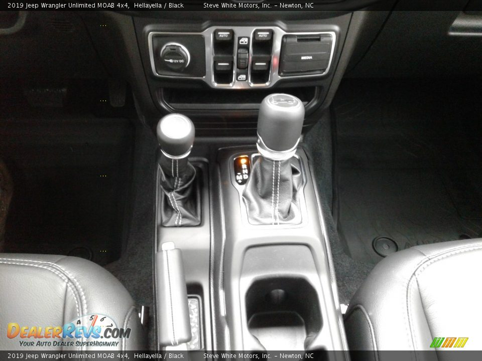 2019 Jeep Wrangler Unlimited MOAB 4x4 Shifter Photo #28