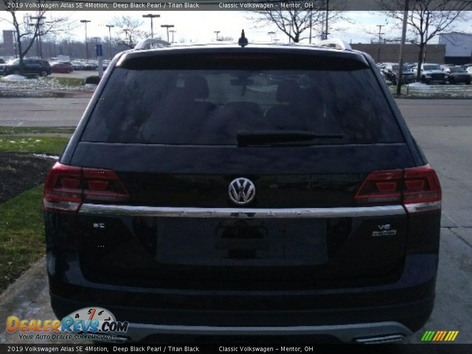 2019 Volkswagen Atlas SE 4Motion Deep Black Pearl / Titan Black Photo #5