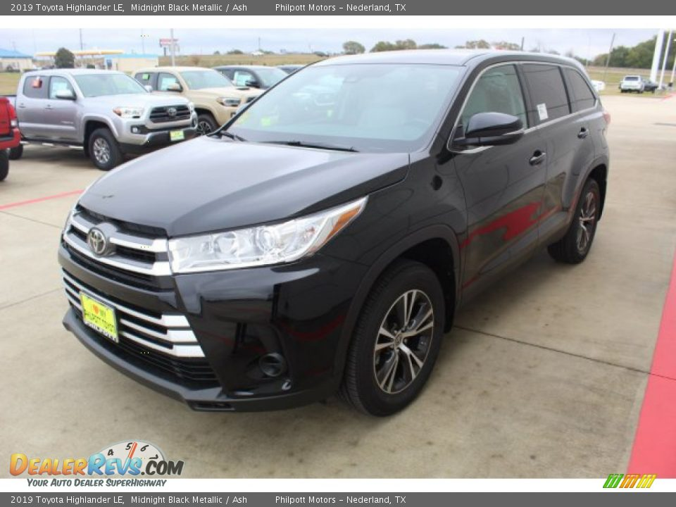 2019 Toyota Highlander LE Midnight Black Metallic / Ash Photo #4