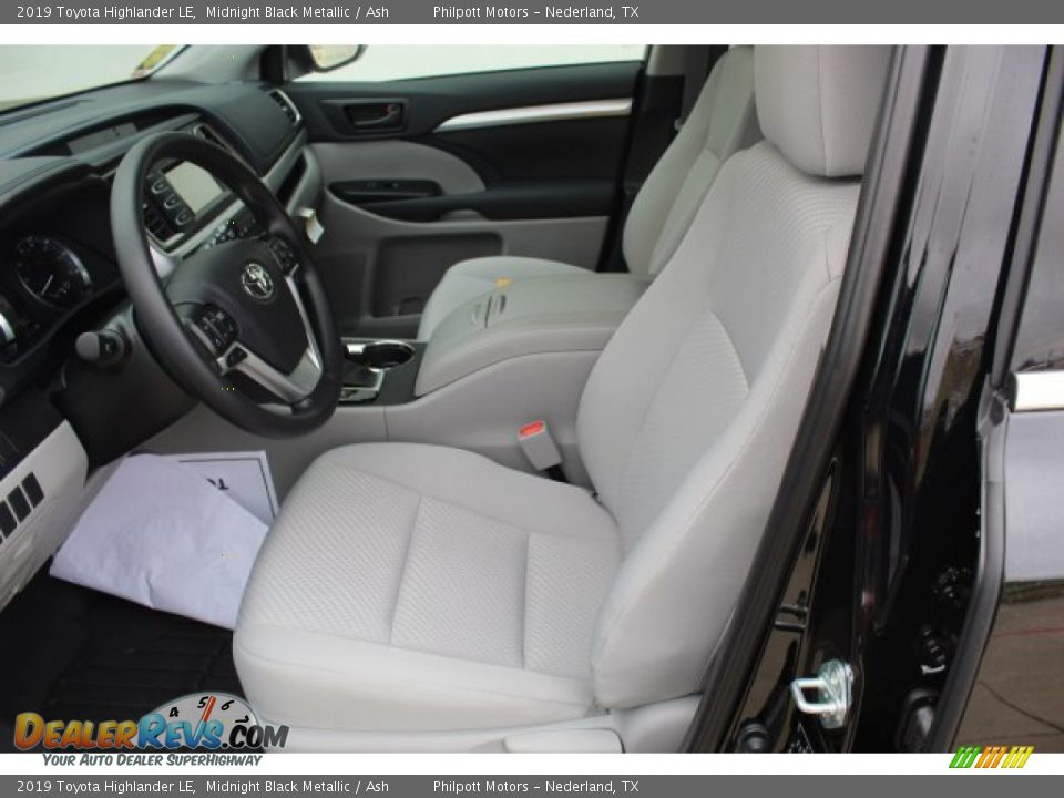 Front Seat of 2019 Toyota Highlander LE Photo #10