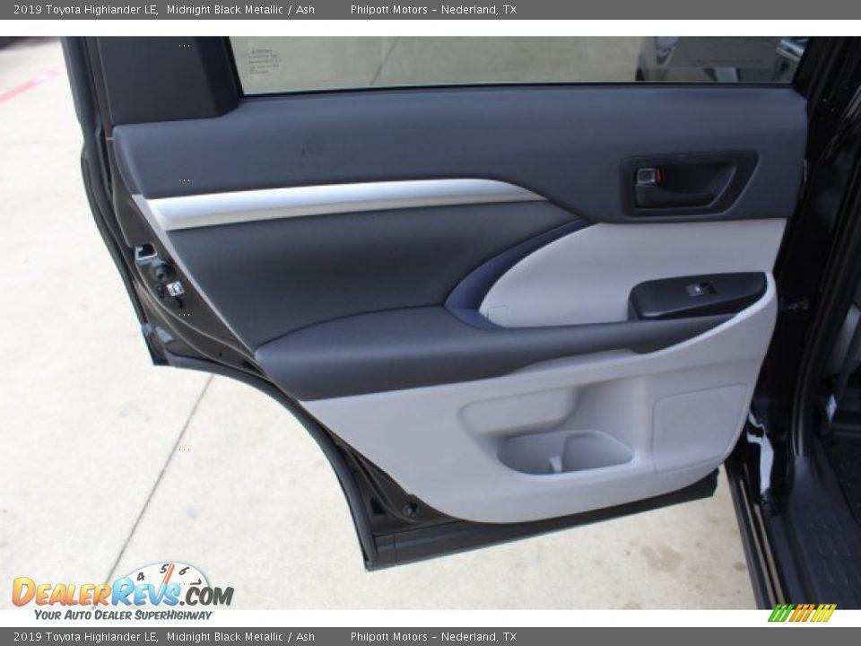 Door Panel of 2019 Toyota Highlander LE Photo #18