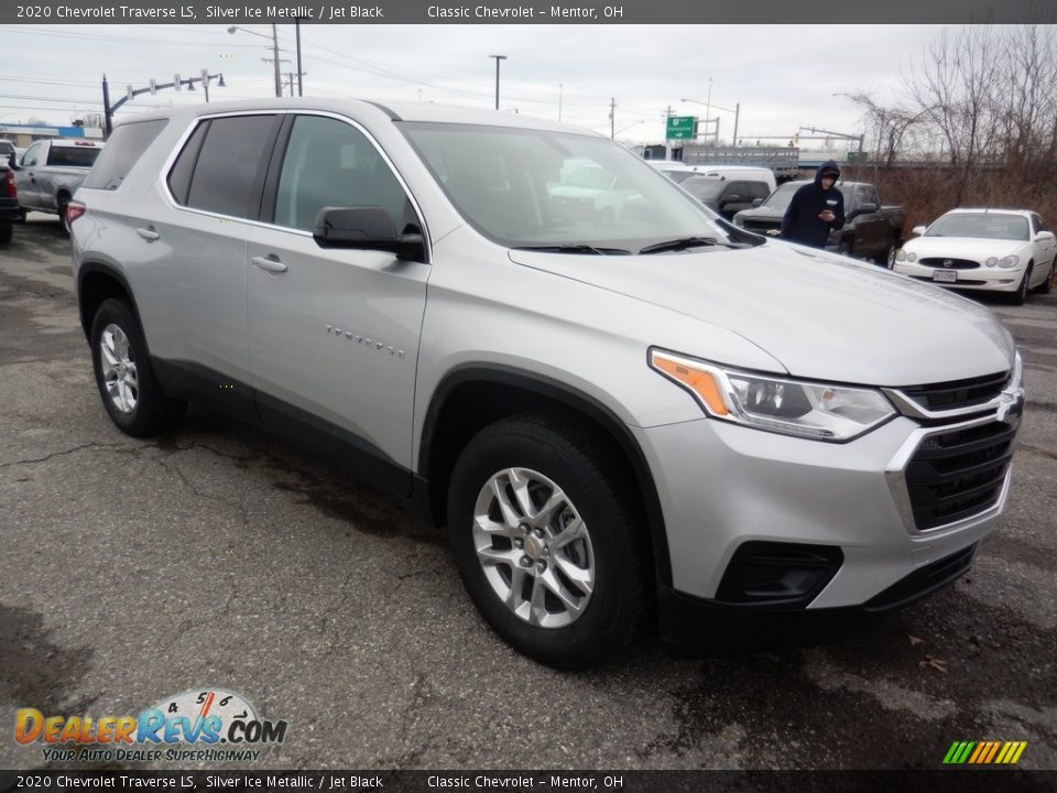 Front 3/4 View of 2020 Chevrolet Traverse LS Photo #3