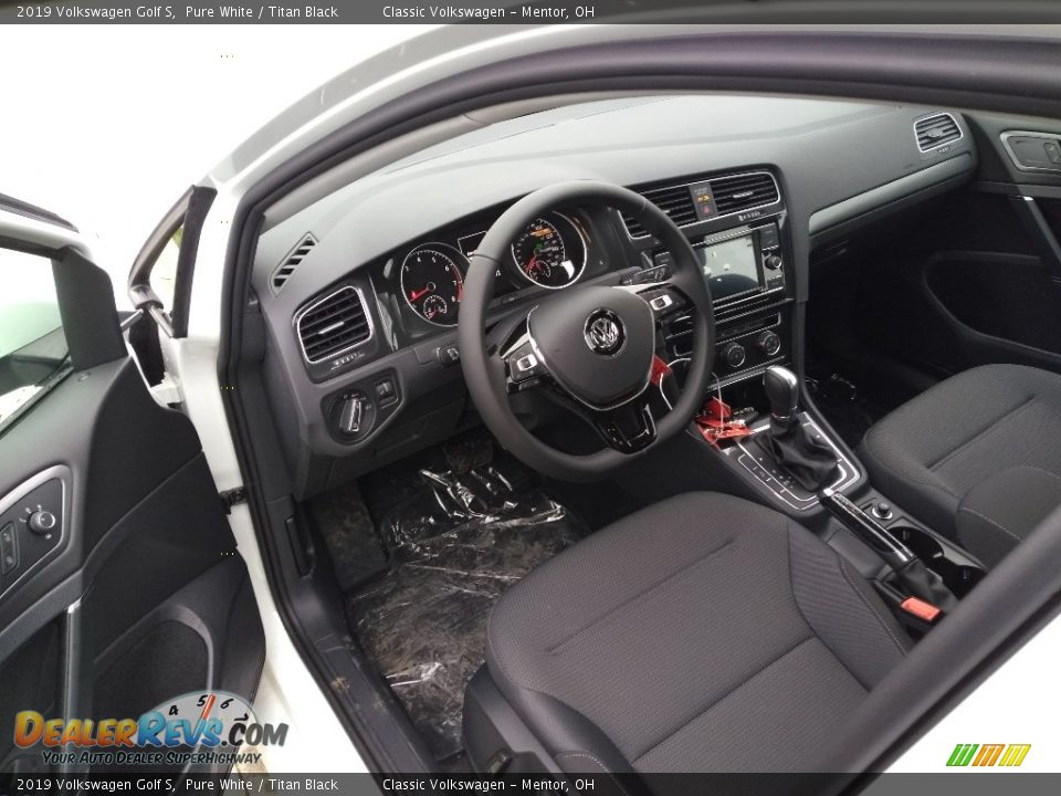 Titan Black Interior - 2019 Volkswagen Golf S Photo #4