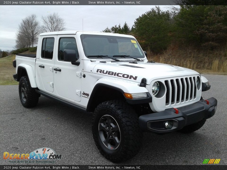 Front 3/4 View of 2020 Jeep Gladiator Rubicon 4x4 Photo #8