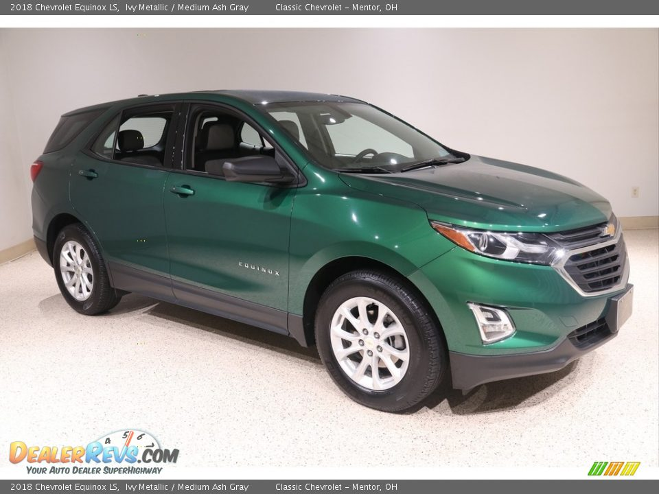 Front 3/4 View of 2018 Chevrolet Equinox LS Photo #1