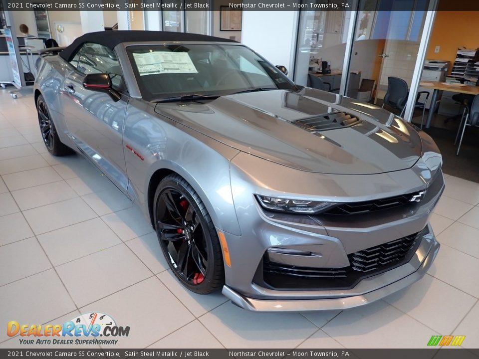 Front 3/4 View of 2021 Chevrolet Camaro SS Convertible Photo #4