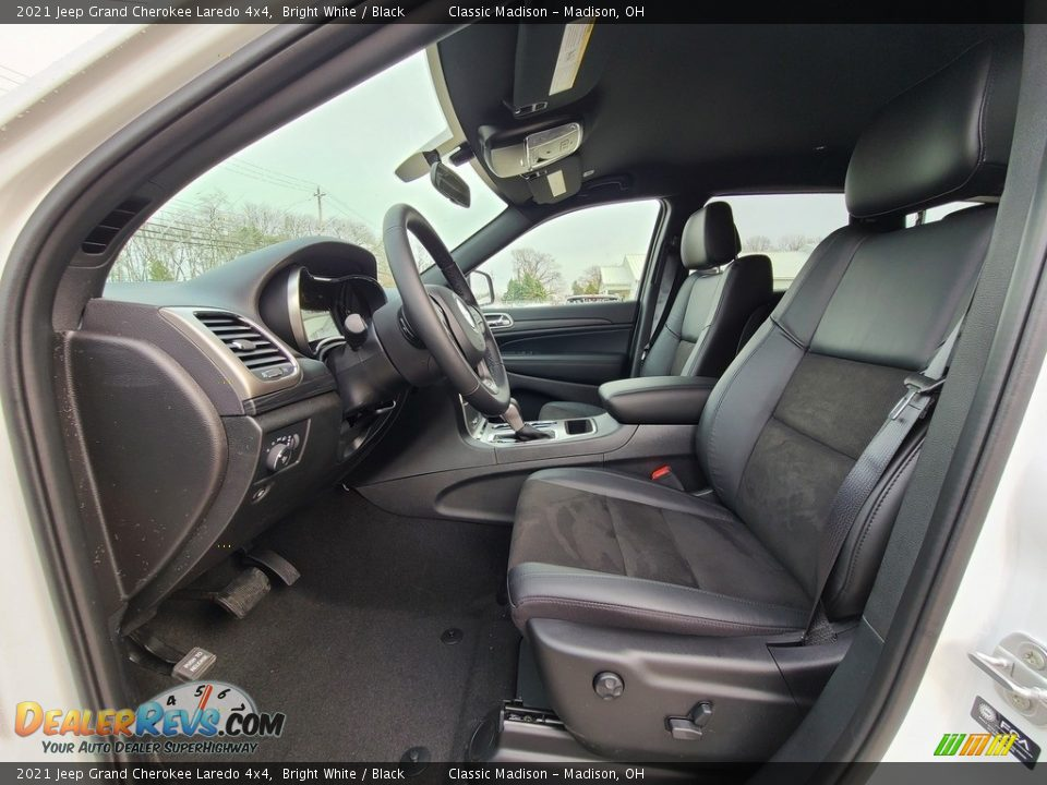 2021 Jeep Grand Cherokee Laredo 4x4 Bright White / Black Photo #2