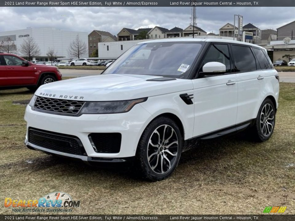 Front 3/4 View of 2021 Land Rover Range Rover Sport HSE Silver Edition Photo #2