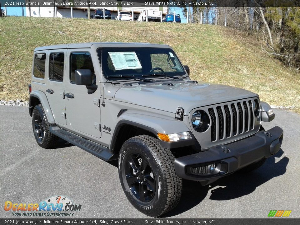 Front 3/4 View of 2021 Jeep Wrangler Unlimited Sahara Altitude 4x4 Photo #4