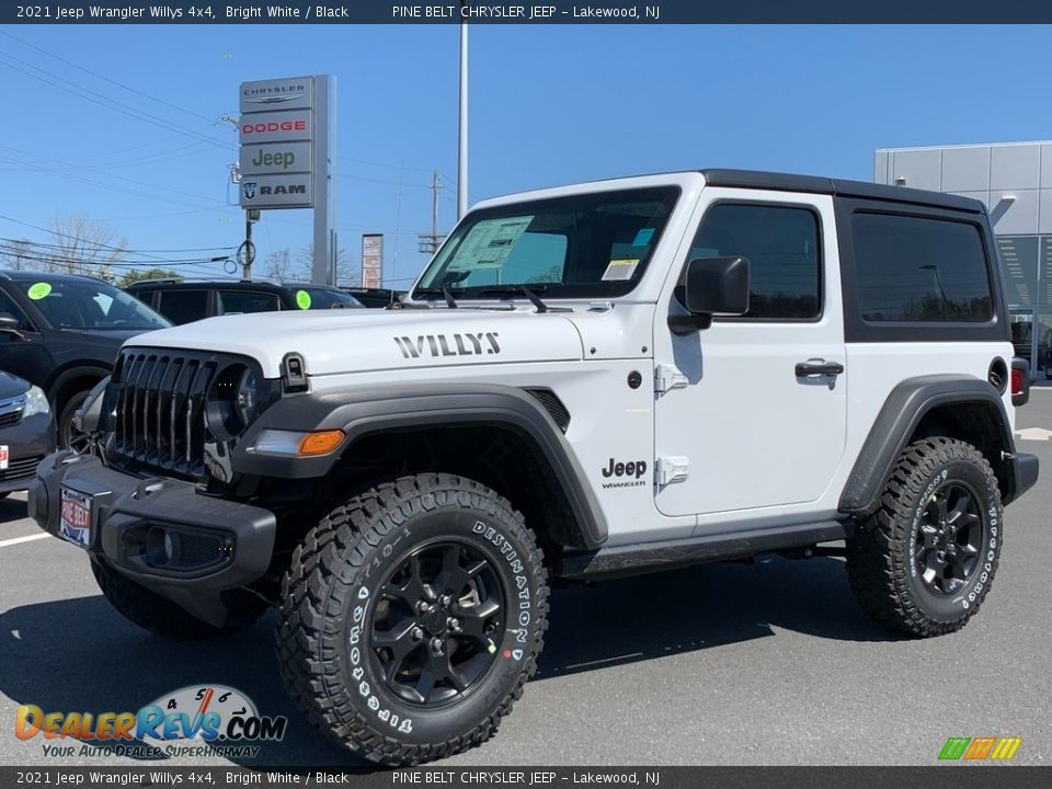 Front 3/4 View of 2021 Jeep Wrangler Willys 4x4 Photo #1