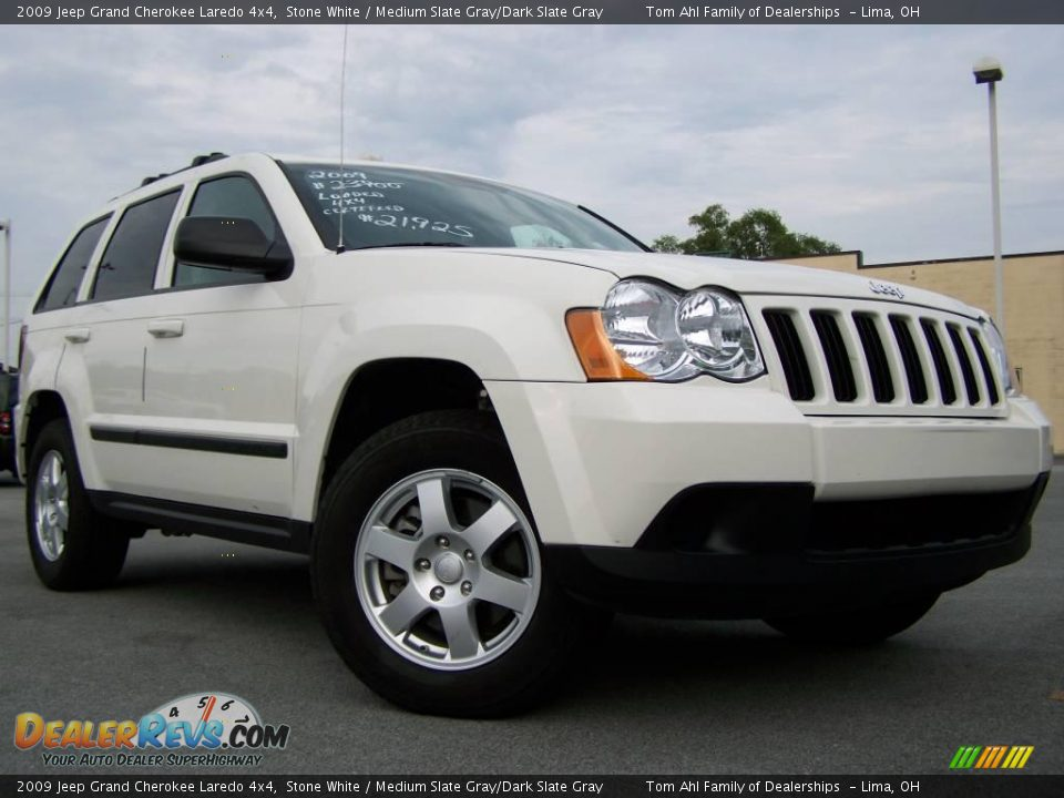 2009 jeep grand cherokee laredo 4x4 stone white medium slate gray dark slate gray photo 1. Black Bedroom Furniture Sets. Home Design Ideas