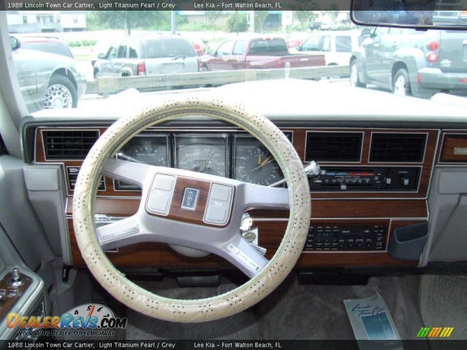 1988 lincoln town car cartier light titanium pearl grey photo 7. Black Bedroom Furniture Sets. Home Design Ideas