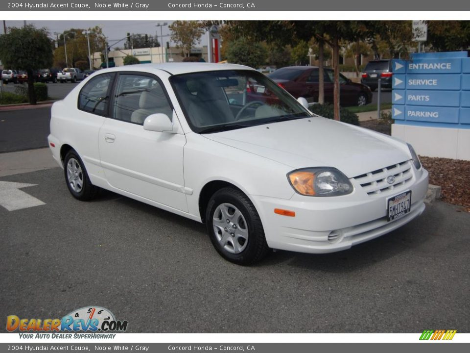 2004 hyundai accent coupe noble white gray photo 1. Black Bedroom Furniture Sets. Home Design Ideas