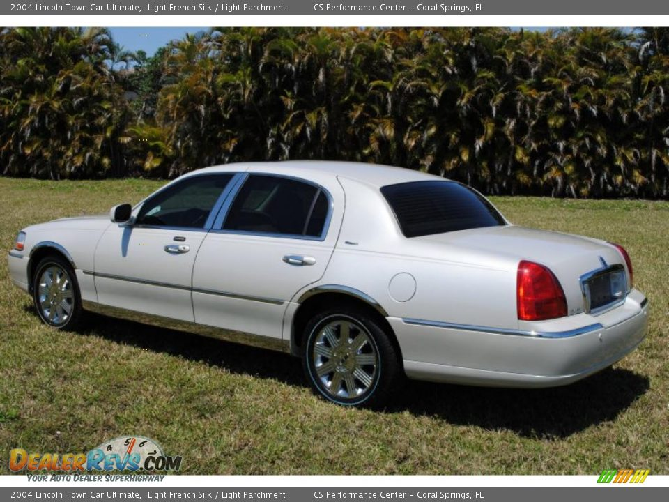 2004 Lincoln Town Car Ultimate Light French Silk / Light Parchment ...