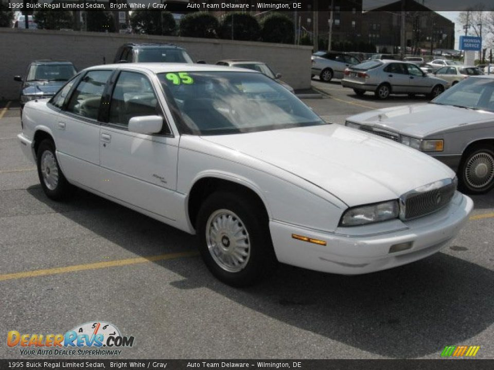 1995 buick regal limited sedan bright white gray photo. Black Bedroom Furniture Sets. Home Design Ideas
