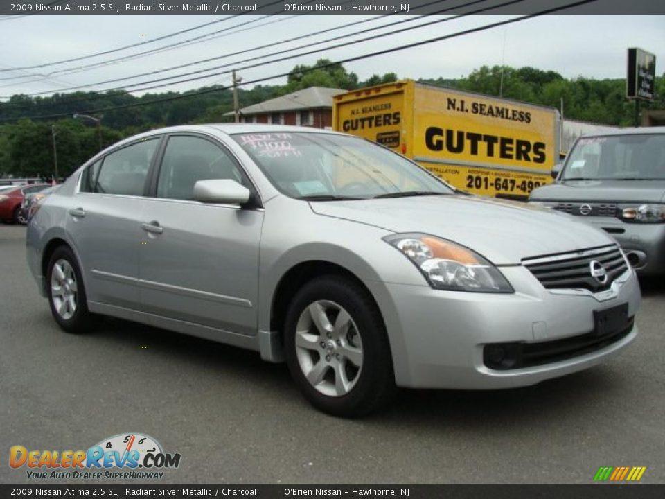 2009 Nissan Altima 2.5 SL Radiant Silver Metallic / Charcoal Photo #3 | DealerRevs.com