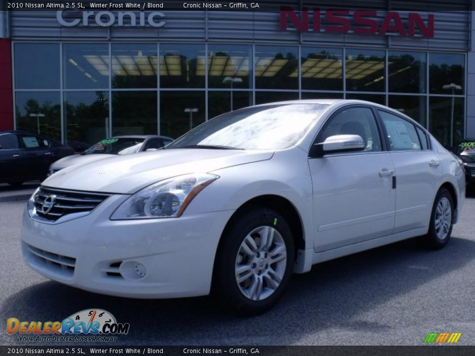 2010 nissan altima 2 5 sl winter frost white blond photo 1. Black Bedroom Furniture Sets. Home Design Ideas