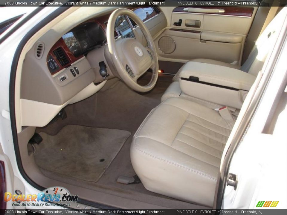 medium dark parchment light parchment interior 2003 lincoln town car executive photo 10. Black Bedroom Furniture Sets. Home Design Ideas