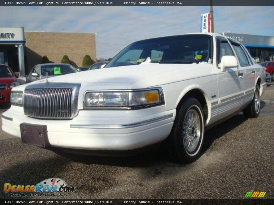 1997 lincoln town car signature performance white slate blue photo 1. Black Bedroom Furniture Sets. Home Design Ideas