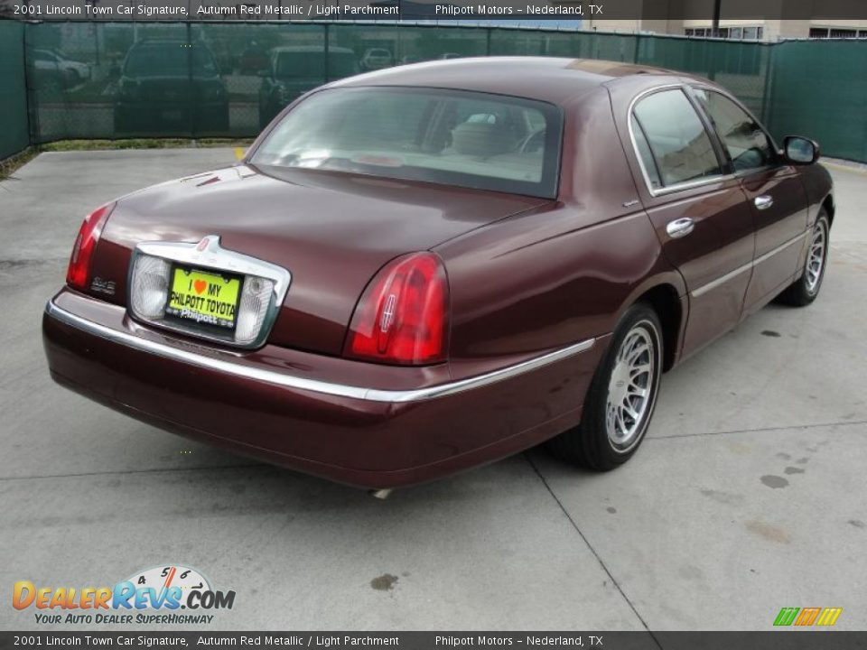 2001 Lincoln Town Car Signature Autumn Red Metallic / Light Parchment ...