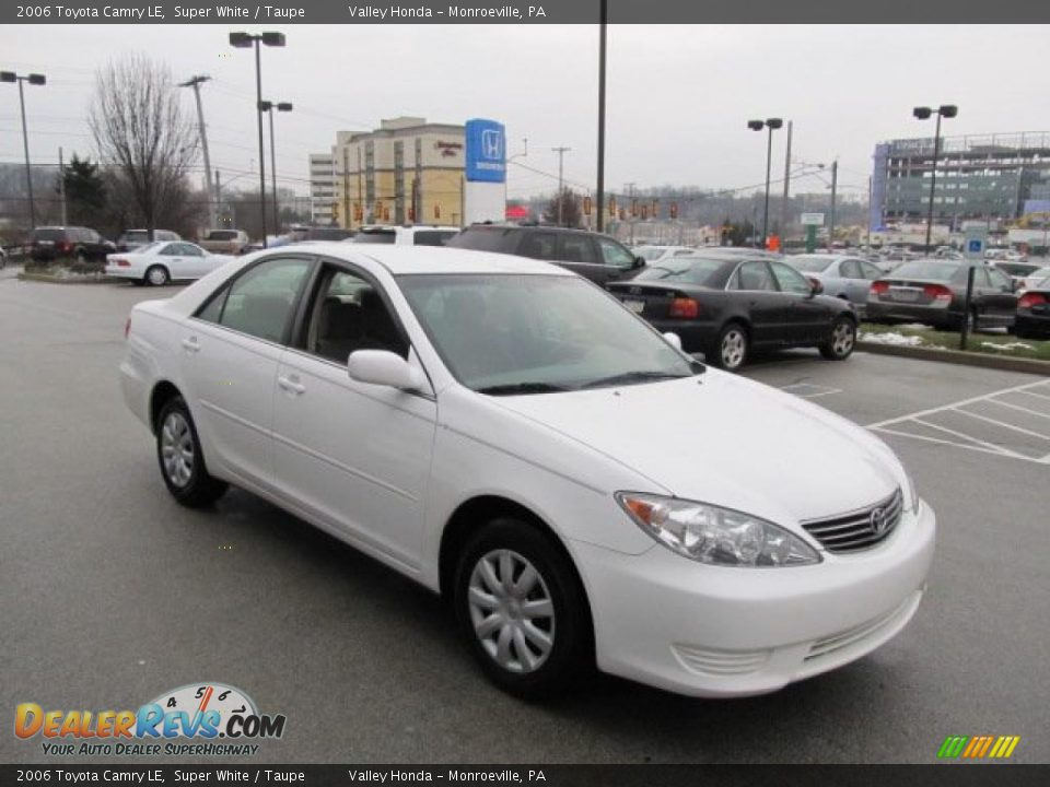 2006 toyota camry le super white taupe photo 6. Black Bedroom Furniture Sets. Home Design Ideas