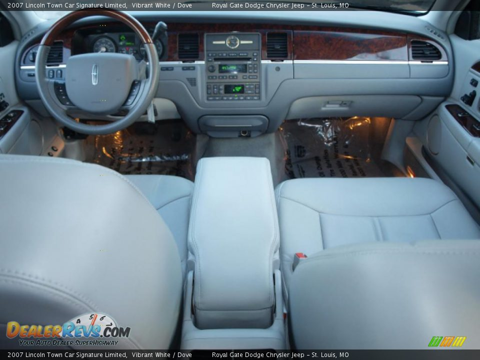 dove interior 2007 lincoln town car signature limited photo 10. Black Bedroom Furniture Sets. Home Design Ideas