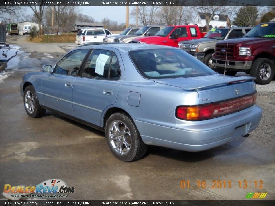 1992 Toyota Camry Le Sedan Ice Blue Pearl Blue Photo 7
