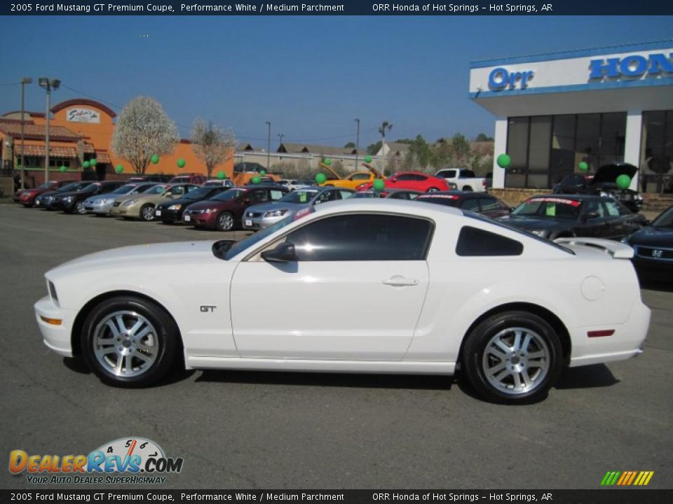 performance white 2005 ford mustang gt premium coupe photo. Black Bedroom Furniture Sets. Home Design Ideas