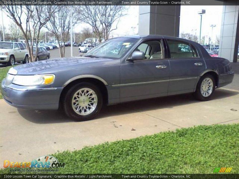 1999 Lincoln Town Car Signature Graphite Blue Metallic Light Parchment Photo 18 Dealerrevs Com