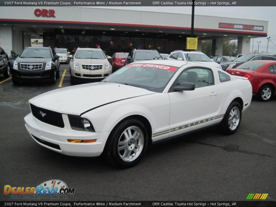 2007 ford mustang v6 premium coupe performance white medium parchment photo 1. Black Bedroom Furniture Sets. Home Design Ideas