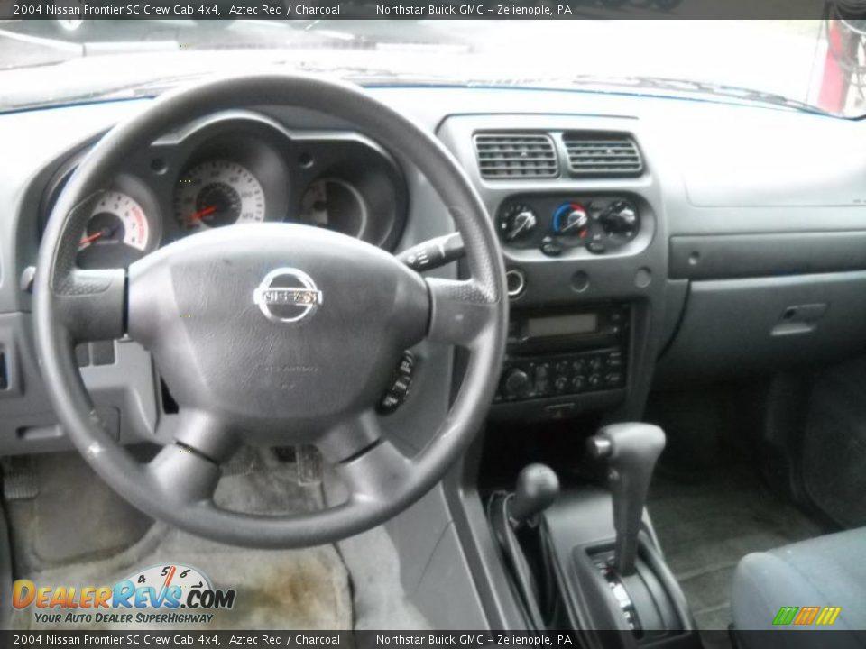 Charcoal Interior 2004 Nissan Frontier Sc Crew Cab 4x4 Photo 15