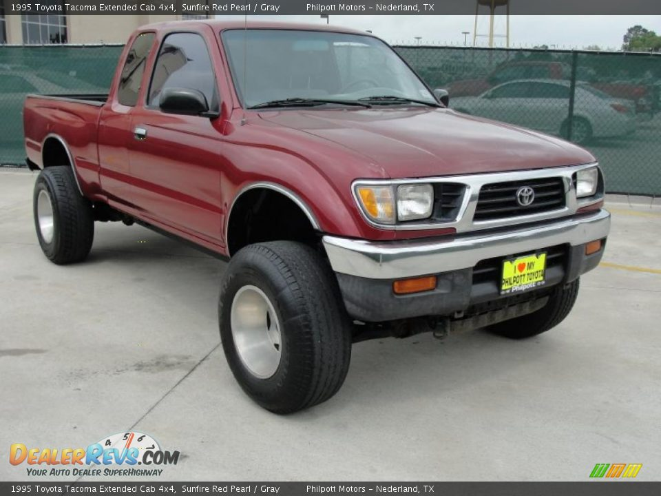 1995 toyota tacoma extended cab 4x4 sunfire red pearl gray photo 1. Black Bedroom Furniture Sets. Home Design Ideas