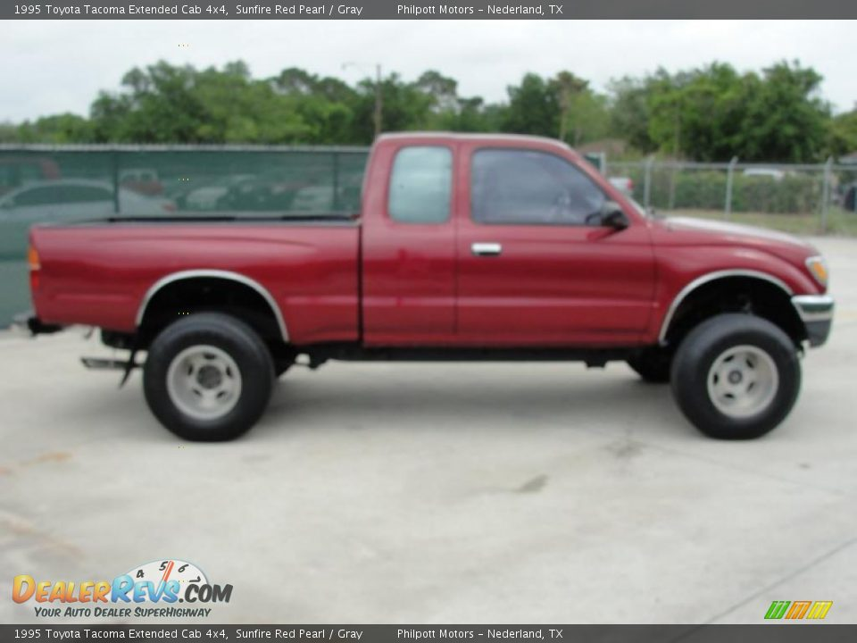 1995 toyota tacoma extended cab 4x4 sunfire red pearl gray photo 2. Black Bedroom Furniture Sets. Home Design Ideas