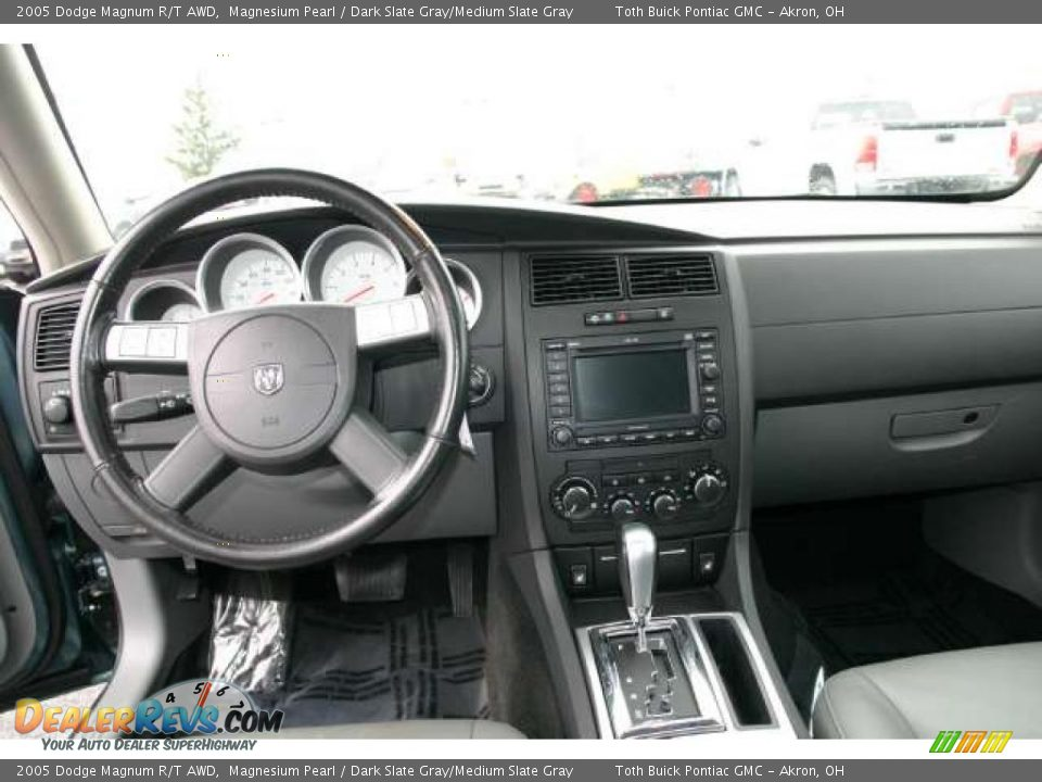 Dashboard of 2005 Dodge Magnum R/T AWD Photo #9 | DealerRevs.com
