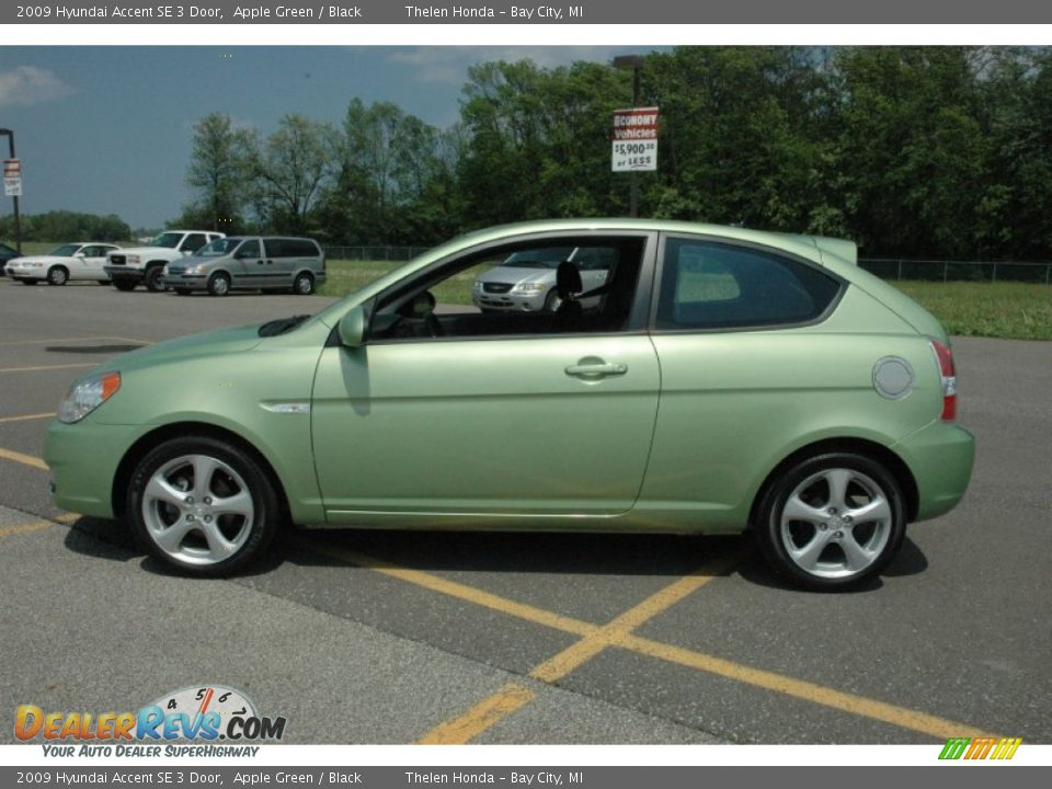 Apple Green 2009 Hyundai Accent SE 3 Door Photo 13