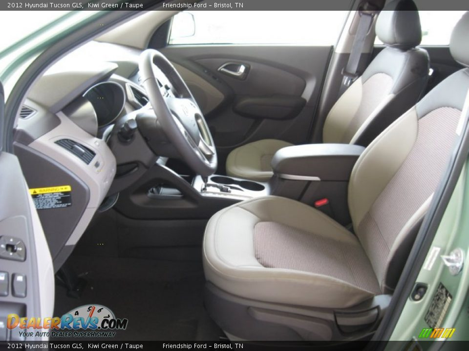Get last automotive article 2015 lincoln mkc makes its for Interior hyundai tucson