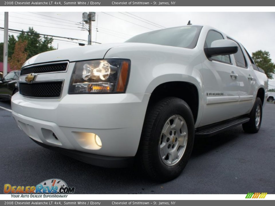 Front 3/4 View of 2008 Chevrolet Avalanche LT 4x4 Photo #20