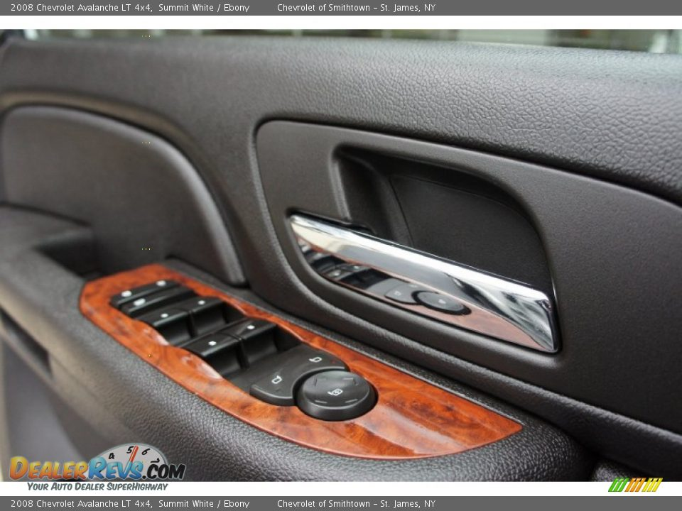 Controls of 2008 Chevrolet Avalanche LT 4x4 Photo #31