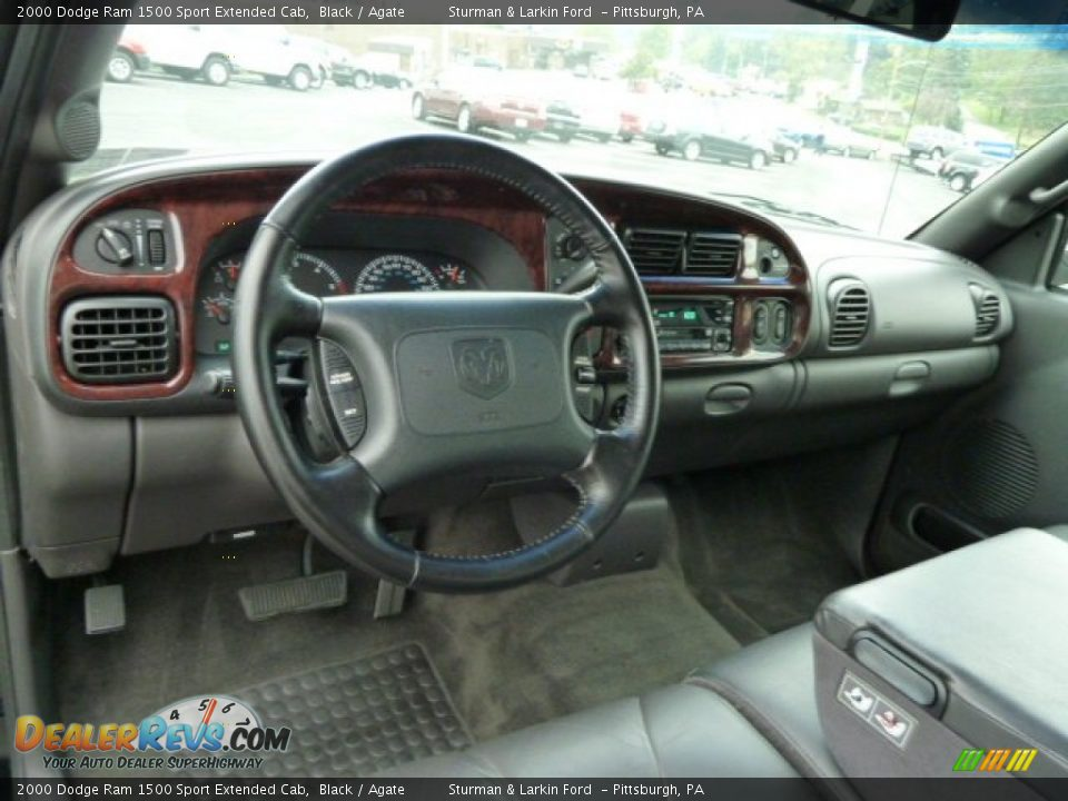 Dashboard Of 2000 Dodge Ram 1500 Sport Extended Cab Photo 10