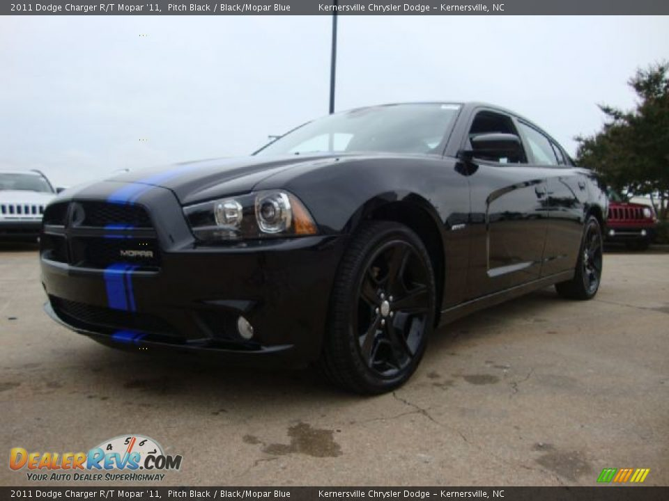 front 3 4 view of 2011 dodge charger r t mopar 39 11 photo. Black Bedroom Furniture Sets. Home Design Ideas
