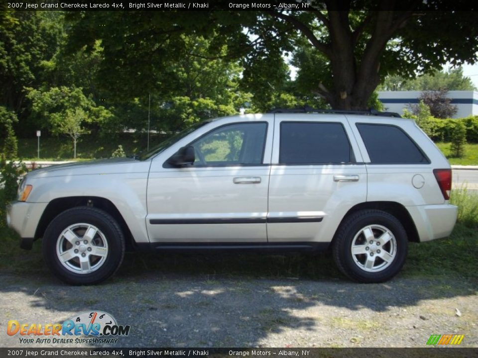 2007 jeep grand cherokee laredo 4x4 bright silver metallic khaki photo 2. Black Bedroom Furniture Sets. Home Design Ideas