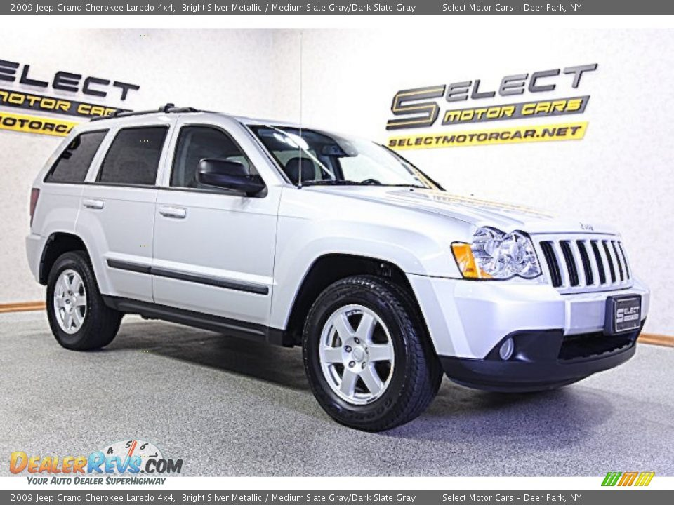 2009 jeep grand cherokee laredo 4x4 bright silver metallic medium slate gray dark slate gray. Black Bedroom Furniture Sets. Home Design Ideas