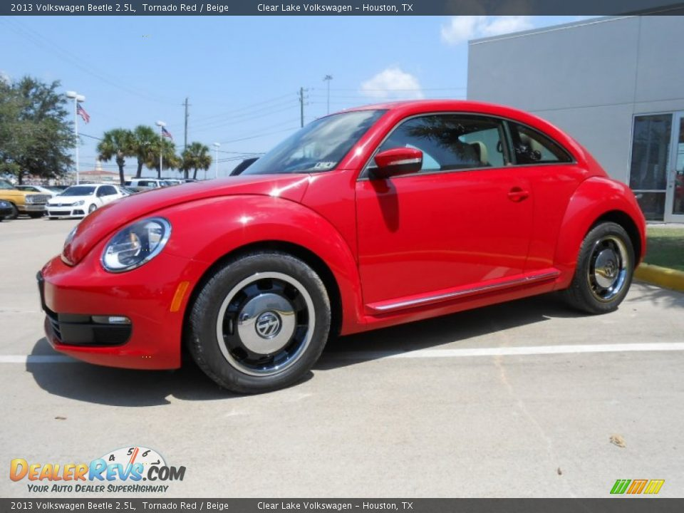 2013 volkswagen beetle 2 5l tornado red beige photo 3. Black Bedroom Furniture Sets. Home Design Ideas