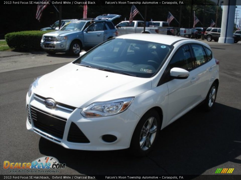 2013 ford focus se hatchback oxford white charcoal black photo 4. Black Bedroom Furniture Sets. Home Design Ideas