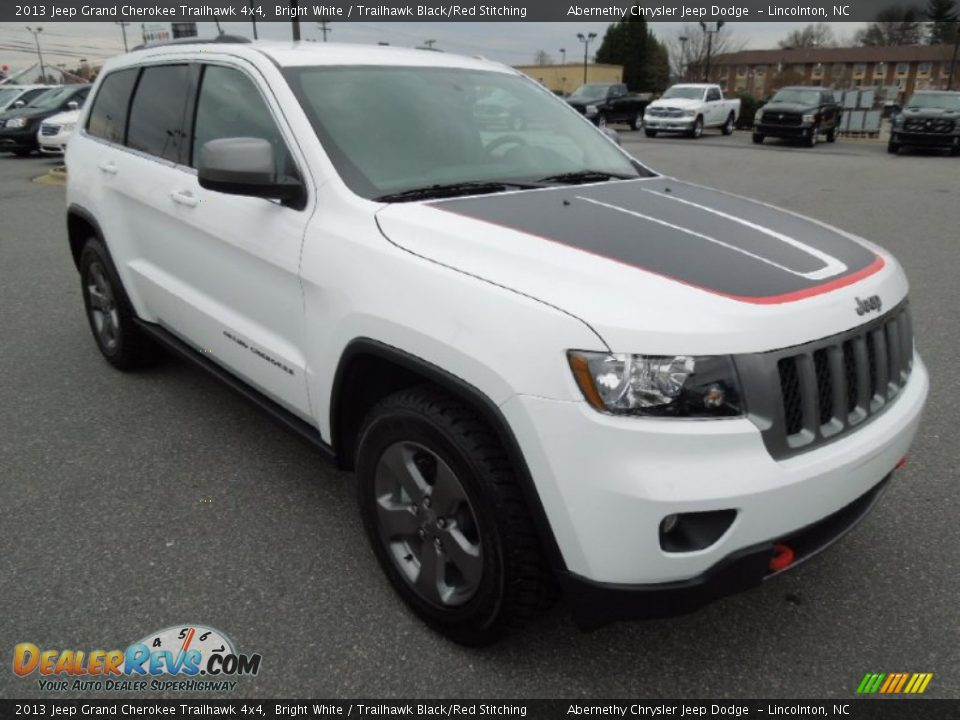 front 3 4 view of 2013 jeep grand cherokee trailhawk 4x4 photo 2. Black Bedroom Furniture Sets. Home Design Ideas
